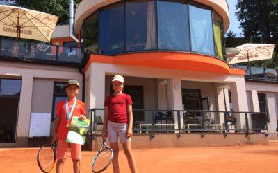 Elen Hronová a Ondra Novák na kvalifikačním turnaji o postup na MČR v babytenisu